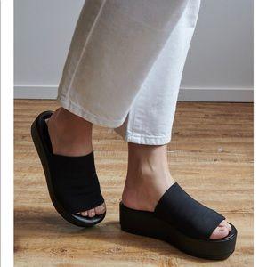 STEVE MADDEN Slinky Sandal